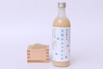 自然循環型の農法を用いて、安全と美味しさを追求した農産物を生産している「山燕庵」から毎月届くノンアルコールの玄米甘酒「玄米がユメヲミタ(490ml)」は、山燕庵のブランド玄米と米糀のみで作られており、クリーミーな舌触りにやさしい甘さが特徴です。
