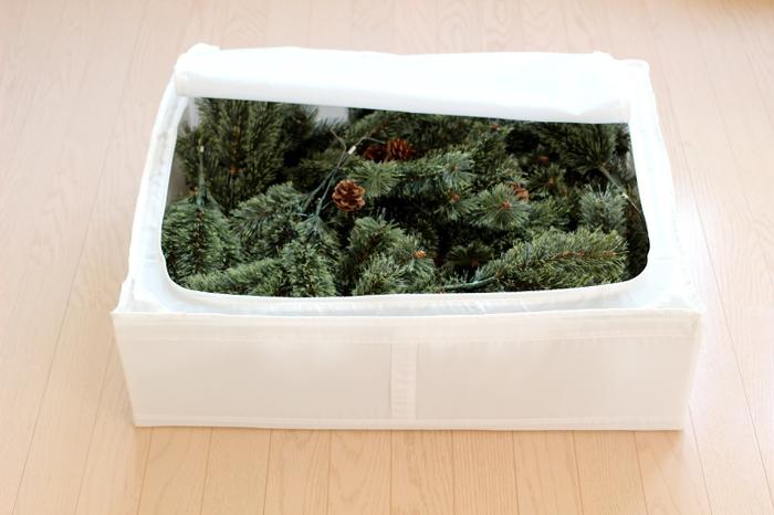 クリスマスツリーの収納にも、IKEAのSKUBBが使えます!スタジオクリップの120cmツリーは、SKUBBにちょうど収まるサイズ。