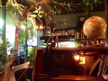 そこにしかない魅力を求めて、コンセプトカフェへ行ってみませんか?高円寺にある「アール座読書館」は、おしゃべり禁止のブックカフェ。これなら1人でのカフェ訪問が苦手な人も挑戦しやすそう。ハンモックカフェや足湯カフェなど、さまざまなコンセプトカフェを制覇してみて*