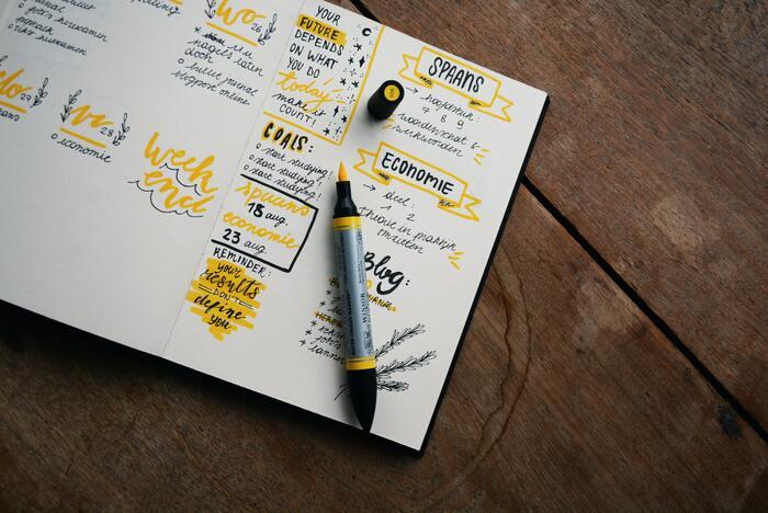 1ページの情報が多すぎると、書いたときは内容が整理できていても、後で見返したときにすっと情報が入ってきません。適度に余白を作ったり、大きい文字と小さい文字でメリハリをつけたりなど、レイアウトの工夫も心がけてみて。