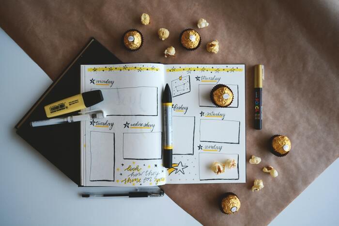 特に大事なポイントを丸で囲んだり、チェックリストを四角で囲んだりすると、視認性がアップします。マーカーや、色付きボールペン、色鉛筆などを使って、自分らしいレイアウトに仕上げてみて。