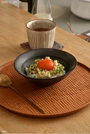 より手軽な材料で作れるのが、崩し豆腐をのせたこちらのお手軽ご飯。木綿豆腐を使うので食べごたえもありつつ、さらさらと食べることができますよ。