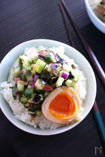 「山形のだし」は、夏野菜とがごめ昆布を刻み、醤油やみりんと和えたもの。夏野菜が身体を冷やしてくれ、旨味や粘り気があるのでご飯が進みます。がごめ昆布はめかぶでも代用できるので、ぜひ試してみて!