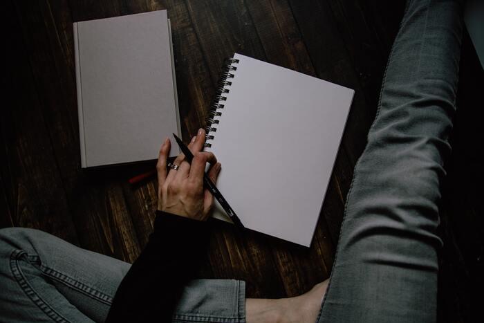ダイエットや肌質改善、憧れの人に近づくための美容ノートにしたい場合、1ページ目には、理想と現実の自分を書いてみて。改善点も見えてきますし、自分を見つめ直すきっかけになります。見返したときに分かりやすいよう、箇条書きで書くのがおすすめです。
