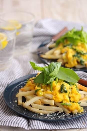 ほうれん草と卵をとろとろに炒めたものをのせたローディッドフライ。栄養価の高い2つの食材をプラスすることで、おかずとして成立する一品になりますね。
