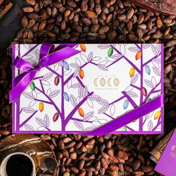 月に1度、板チョコレート(50g)の新作や旬の味などのお勧めの3枚がセレクトされお家にいながら、美味しいチョコレートを楽しめます。しかも、ギフトにもそのまま使える専用のボックスに入ってくるので、ちょっとしたプレゼントにも最適。