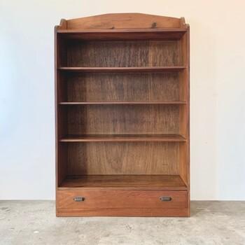 錆や汚れだって、古家具好きにはたまらない素敵な要素のひとつですよね。使いやすさと味わいのバランスが考慮されたメンテナンスに心を惹かれます。