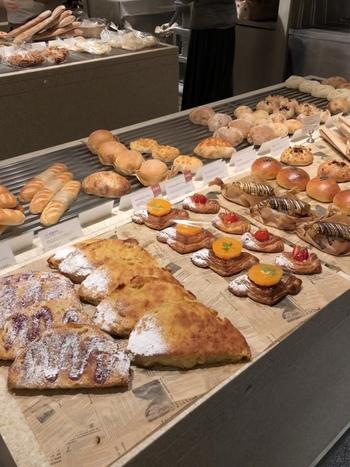 「バゲットラビット」はさくっとクリスピーで香ばしい人気商品。国産小麦を使用したパンは軽い食べ心地と柔らかな食感がたまりません。