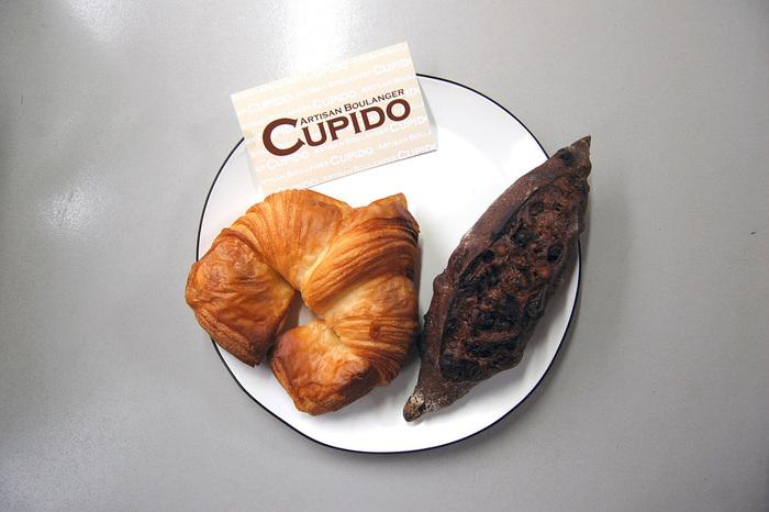 人気のクロワッサンは、サクサク食感と噛めば噛むほどバターの香りが口いっぱいに溢れる贅沢な一品。店主のパンとの出会いもクロワッサンであったことから、お店の看板商品となっています。