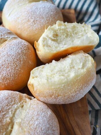 少ない材料で出来るのに、びっくりするほどふわっふわのパン。シンプルな味わいで朝食にぴったりです。