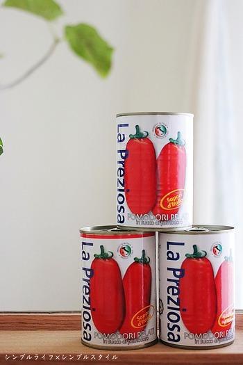 カルディの定番人気の「ラ・プレッツィオーザ トマト缶」は、イタリア・カンパーニャ地方産の厳選したトマトだけを使用。ホールタイプ・ダイスカットの2種類あり、料理に合わせて選べるのが嬉しいところ。安いのにトマトの味が濃いと評判で、まとめ買いする人も多い定番商品です。