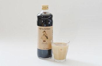 京都にあるコーヒーロースター「珈琲焙煎所 旅の音」さんとコラボして作られた、香味豊かなカフェオレベース。香料などは無添加で、砂糖はテンサイ糖と三温糖を半分ずつ使用し、コクがありながらもしつこくない甘さです。