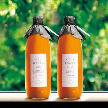 兵庫県淡路島にある森果樹園で育った、温州みかんの100%無添加ストレートジュース。1本につき温州みかんを約23個分使用した、果物のそのものの味を味わえるジュース。濃厚ですっきりとした甘さでゴクゴク飲めちゃいます。