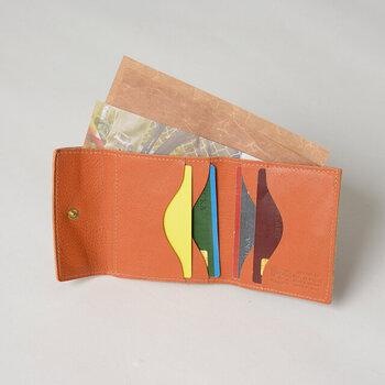 カードが取り出しやすいようにカッティングされているなど、機能性もバツグン。コインポケットも大きく開くようになっており、小銭が取り出しやすいのが嬉しいです。