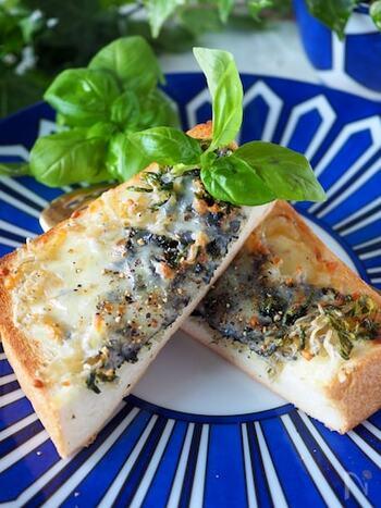 シラスとのりの組み合わせも、チーズが上手く調和してくれています。パンに塗ったマスタードが隠し味。磯の風味とマヨネーズのコクがたまらない美味しさです。