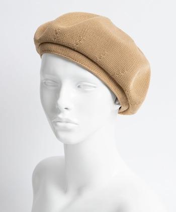お手頃価格で人気のWEGOのサーモベレー。サーモ糸は形を保持する特徴があるので頭になじみやすく、かぶるときれいなシルエットになります。