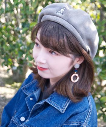 シンプルデザインなので、イヤーアクセサリーも合わせやすい! ストリートやスポーツ系ファッションだけでなく、ガーリーにも着こなせるベレー帽です。