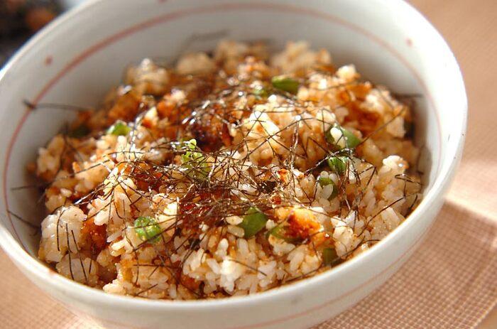 明太子のプチプチ食感が楽しめるチャーハン。明太子の塩気でおいしく仕上がります。他の具材はスナップエンドウとネギですが、卵や肉などを加えてアレンジしても◎