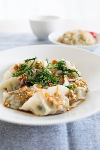 豚ひき肉・キャベツ・にらと玉ねぎの定番レシピ。キャベツは一度茹でて、甘味を引き出すのがポイントです。香味ダレは花椒を抜けばより手軽に作れて、辛いのが苦手な人にもおすすめ。