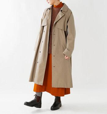 アウターを長く着用するためには、トレンドに左右されないデザインやカラーを選ぶのがおすすめ。どんなテイストにも合うものを選べば日々のコーディネートもしやすくなります。また、綿素材は耐久性に優れていますが、肘や背中部分にシワがつきやすくなるため、ポリエステルなどのシワになりにくい素材が少し入っているコートにすると、お手入れが楽になるでしょう。