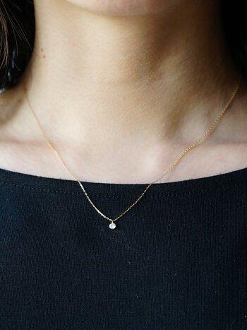 オーソドックスな美しいカッティングの一粒ダイヤネックレス。シンプルだからこそ、ダイヤの魅力を存分に引き出すことができます。