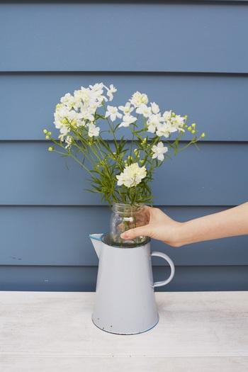 ちなみに大きい花瓶の場合は、中に一回り小さい瓶を入れてそこにお花を活けると形が崩れません。キレイな状態をキープできて便利ですよ♪