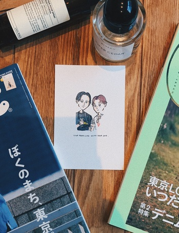 真ん中分けのヘアがお似合いの【mikko × keishi】ご夫婦。シンプルかつスタイリッシュな雰囲気のコーディネートや、お子さんと一緒につくる家族コーデをご紹介します。
