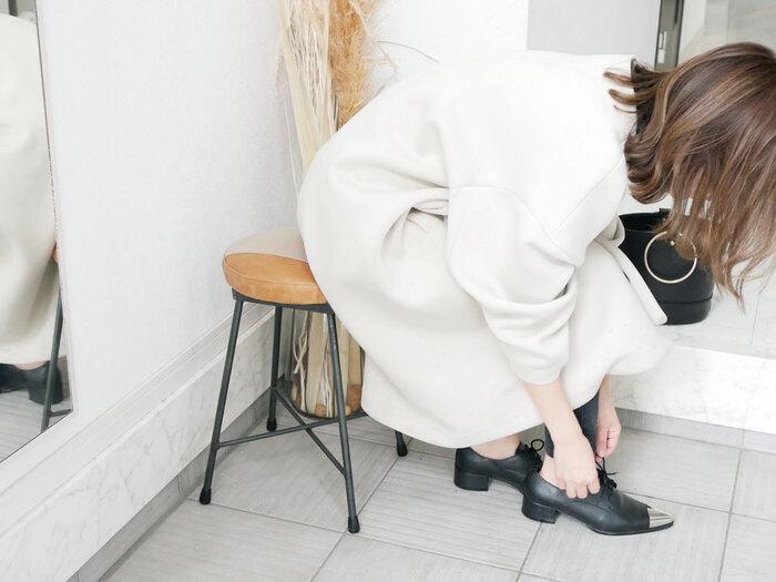 玄関先にスツールがあれば、靴を履く際の椅子として使用することができます。省スペースでありながら、靴やブーツなどを履くときに大活躍。また小さなお子様やご高齢の方も、座って履けるという安心感もあります。