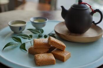 「手工花生酥」は、台湾の名産ピーナッツと、お砂糖や塩だけで通る素朴なスイーツ。口に入れるとほろりと崩れて、どこか懐かしい味が口いっぱいに広がります。