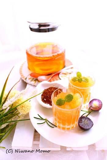 ルイボスティーとオレンジジュースを合わせてジュレに。上品で個性的な、大人の味わいを楽しみましょう。ゆったり味わう癒しのスイーツです。