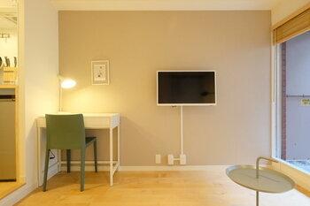 賃貸であれば、デスクと椅子が置ける少し広い部屋や、近くにシェアオフィスがある地域に引っ越しをする。これから家を購入するのであれば個室の書斎スペースを確保したり、持ち家に住んでいるなら、壁を立ててリノベーションする…。働き方の変化に合わせて、住まいの選び方の基準が変化していくことは確実です。
