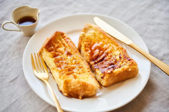 定番のフレンチトーストの、牛乳の替わりに甘酒&豆乳を使用してヘルシーな仕上がりに。ジッパー付き保存袋を使って、液が浸みやすいよう工夫するのがポイント。