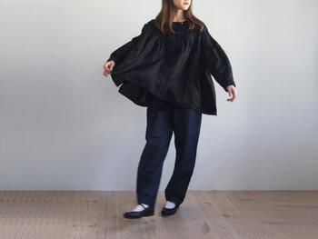 持っててよかった「黒」アイテム。軽やかな雰囲気で着こなすコツ&コーデ集