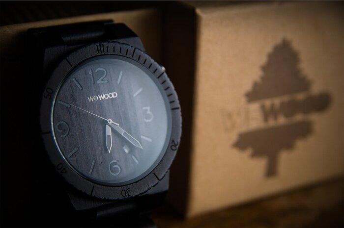 ウィーウッドは、家財などを作る際に出る木の端材を使用して、時計を作るブランドです。日本でも某大臣が竹製の時計をつけていて話題になりましたね。ウィーウッドはデザインも豊富で、女性らしい線の美しいアイテムもたくさんありますよ。さらにウィーウッドはその売上で植樹を行い、環境保護活動に積極的に取り組んでいます。