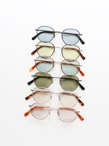 眼鏡がもっと身近な存在になってほしいという願いがブランド名に込められた「Buddy Optical(バディオプティカル)」。こちらは、1960~70年代の大学に通う若者達のファッションをイメージし作られたサングラス。豊富なカラーバリエーションで、選ぶ楽しみが増えますね。