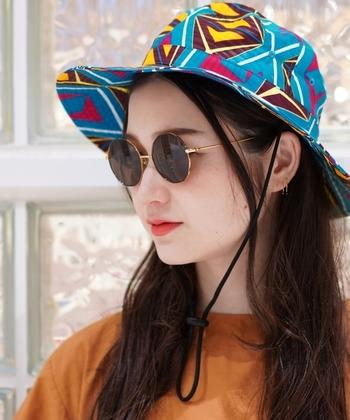かけるだけでおしゃれ感漂うスタイリッシュなフォルム。紫外線対策とファッション性を両立できるのがうれしいですね。