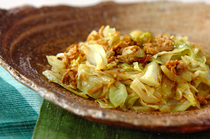 「サブジ」は、インドの野菜の炒め煮・蒸し煮。スパイスをうまく使うことで、なんでもない野菜料理が、ワンランクアップします。ホールスパイスは油で炒め、ガラムマサラは最後に入れて香りを生かすのがコツです。