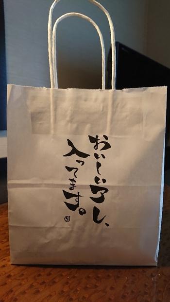 シンプルで粋なデザインの紙袋。これを見かけたら、中身がちょっと気になりますよね。フルーツサンドのランナップはInstagramでチェックできますよ。