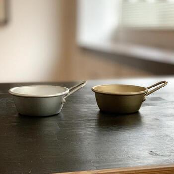 アルマイト製で出来ているから、軽くて扱いやすいのが特徴です。何個か重ねても重たくならないし、子供も扱いやすいから、お料理のお手伝いにもぴったりです。
