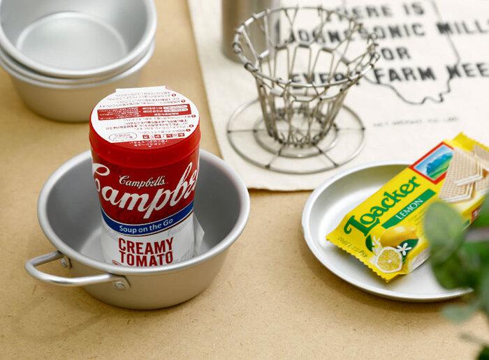 軽くてお手入れ簡単なアルマイト製だから、キャンプなどのアウトドアシーンでも使い勝手がいいですよ。スープや豚汁などを入れると雰囲気も合って良さそうです。お鍋のとんすいとしても使えそうですね。