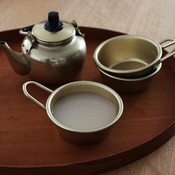 マッコリカップという名の通り、そもそもはマッコリを飲むためのカップです。マッコリの他にもスープやポタージュなどを入れてカップとして使えますよ。温かい飲み物も、冷たい飲み物も両方似合います。