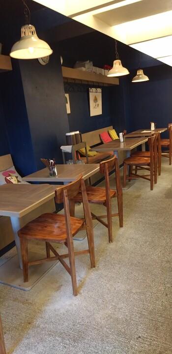 副都心線の北参道駅からすぐのところにある「Le Carré(ル・キャレ)」は、1日を通してデリが人気のカフェ。フランスにあるようなおしゃれな雰囲気で、女子同士のランチにぴったりです。