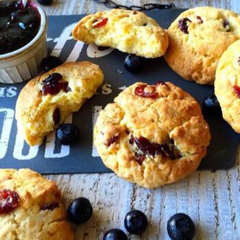 卵やバターを使わないクッキーは、小麦粉の味をしっかり味わえる素朴な美味しさ♪形に凝ったりして、クッキー作りの楽しさを堪能しましょう!