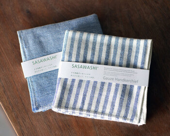 クマザサから作った和紙ガーゼを使用したガーゼハンカチ。クマザサ特有の抗菌防臭効果は、繰り返し洗濯をしても持続するので、清潔を保てるのも嬉しいですね。