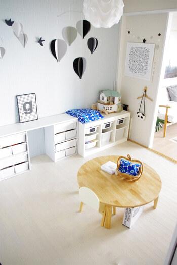 壁紙シートは子供部屋とも相性抜群!パステルカラーの壁紙は、大きくなっても使いやすい色合いです。お子さんと一緒に選ぶと楽しいですね♪成長と共に好みが変わったら、貼り替えられるのも嬉しいポイント。