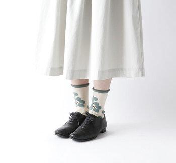 サンダル派もシューズ派も♪夏の足元と靴下のおしゃれな関係