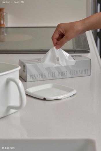 生ごみを入れる袋は、防臭効果の高いプラスチックバッグを使えば、特有の臭いも抑えられて気になりません。調理が済んだらキュッと口を絞って捨てましょう。
