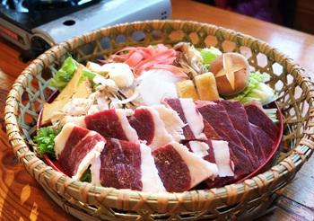 毎日の献立に精進料理を取り入れる際、注意するぺきポイントひとつめは「動物食を避けること」です。動物食とは、お肉やお魚、卵のこと。定番であるこれらの食材は、精進料理では使えません。