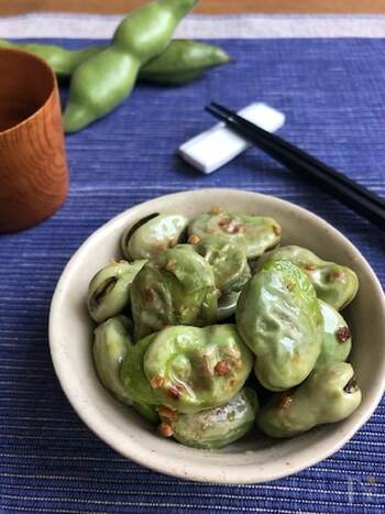 豆の中でも高い栄養価をもつ空豆。こちらはお酒のおつまみにも最適な、塩ガーリック炒めです。シンプルな調理で素材の味を楽しめます♪