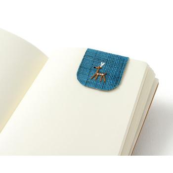 動物の刺繍が施された優しい風合いのしおりは、ページを開くのが楽しみになりますね。クリップやペーパーウェイトとしても使いまわせます。